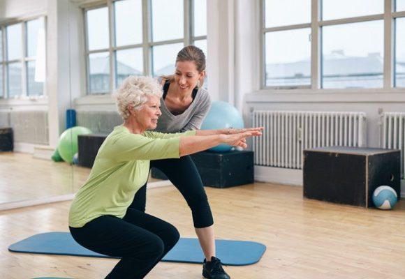 3ª idade: 3 atividades fáceis para fazer em casa e melhorar o equilíbrio.